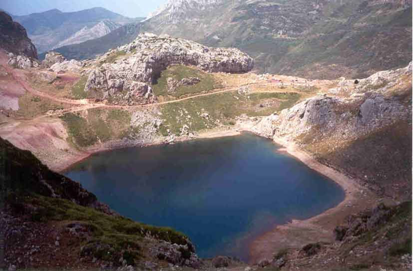 lagolacueva1_jpg.jpg